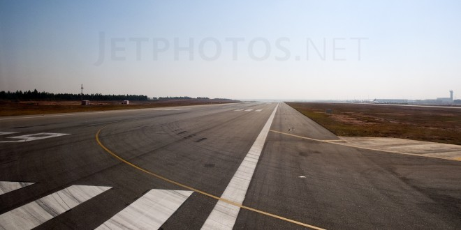 Runway 09 at Kempegowda airport, Bangalore. Image copyright Devesh Agarwal. All rights reserved. Used with permission.