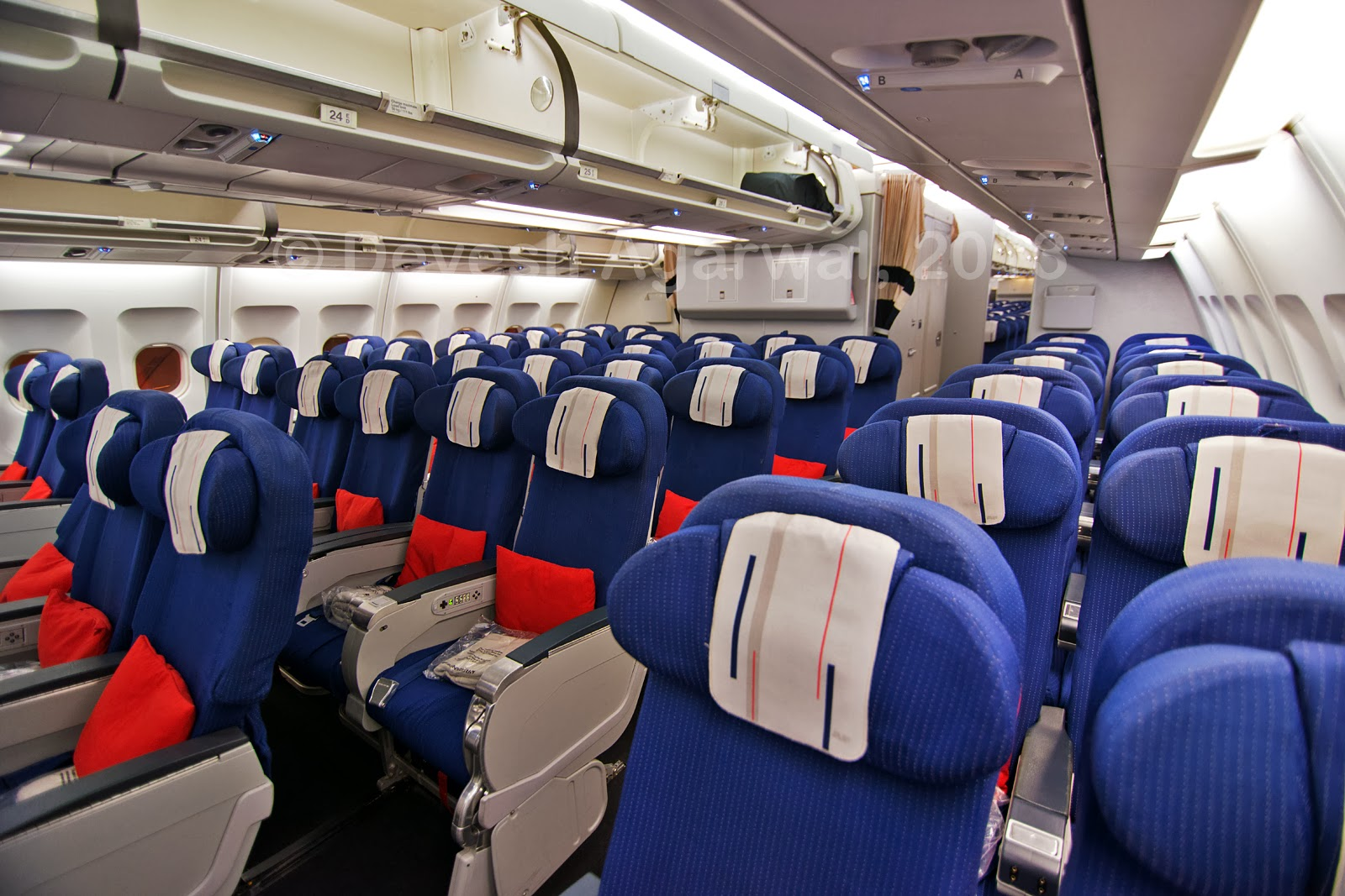 Air France A330-200 Economy class cabin. Photo by Devesh Agarwal.