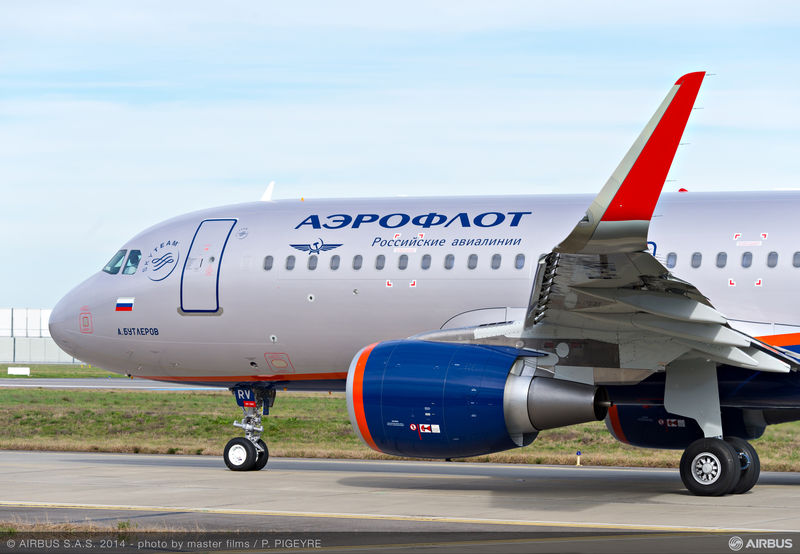 Compare the diameter of the classic engine on this Aeroflot A320 with Sharklets compared to the new large diameter PW1100G-JM PurePower engine of the A320neo.