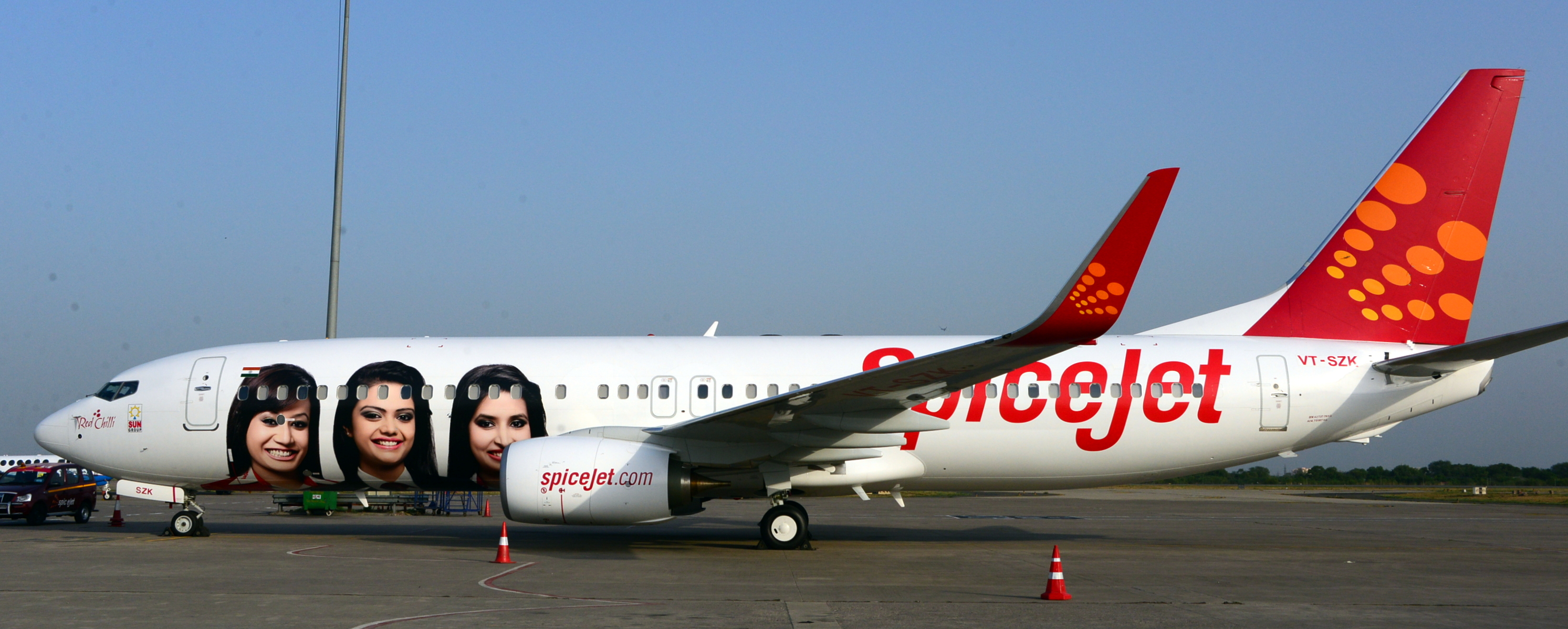 SPICEJET UNVEILS NEW BOEING WITH SPECIAL ���CREW LIVERY��� | Article.