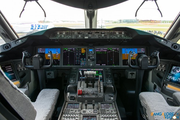 The cockpit of the Boeing 787.