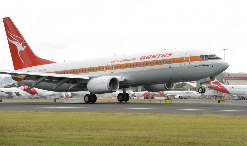 "Photos: Qantas newest Boeing 737-800 ""Retro Roo"" in 1970s"