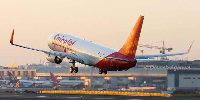 SpiceJet Boeing 737-800 VT-SPJ. Photo copyright Devesh Agarwal.