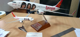 SpiceJet VT-SZK Red Chilli collector's edition scale models 1:100 plastic and 1:200 metal.