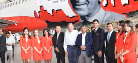 S Ramadorai, Ratan Tata, Tony Fernandes and Mitu Chandilya with AirAsia staff