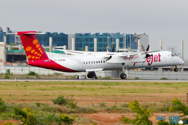 SpiceJet Bombardier Q400 Dash 8 VT-SUB lands at Kempegowda airport Bangalore. Photo by Vedant Agarwal. All rights reserved.