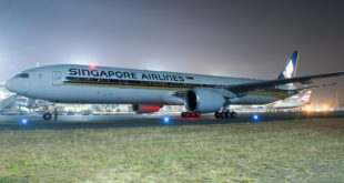 Singapore Airlines Boeing 777-300ER 9V-SWD at Mumbai CSI airport. Photo by and copyright Vedant Agarwal.