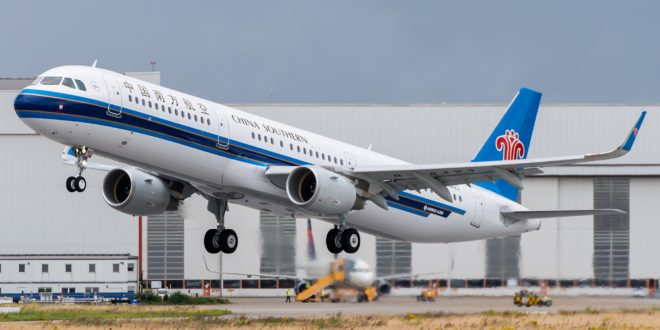 China Southern Airbus A321 B-8423. Taking off for it's delivery flight.