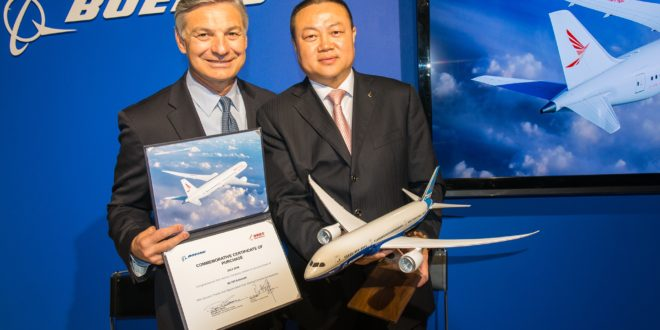 Boeing CEO Ray Conner and Ruili Airlines Chairman Ma Zhanwei hold up the commemorative purchase certificate.