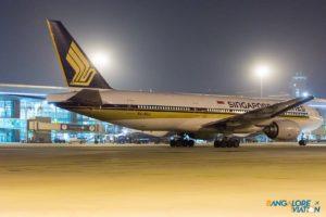 Singapore Airlines 9V-SQJ Boeing 777-200.