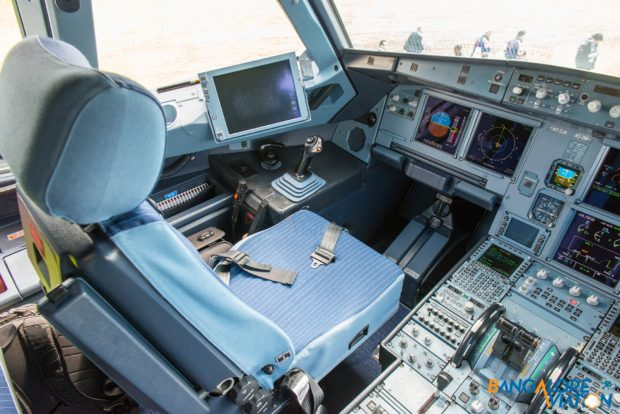 a7-cja_qatar_airways_airbus_a319lr_cockpit_eglf_dsc_0284_1920px_wm