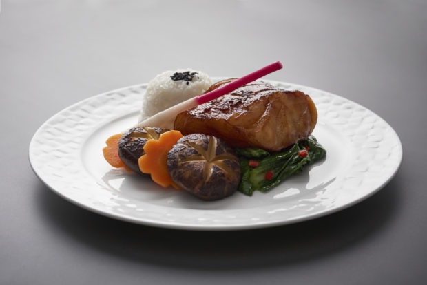 Qatar Airways upgrades first and business class on-board dining