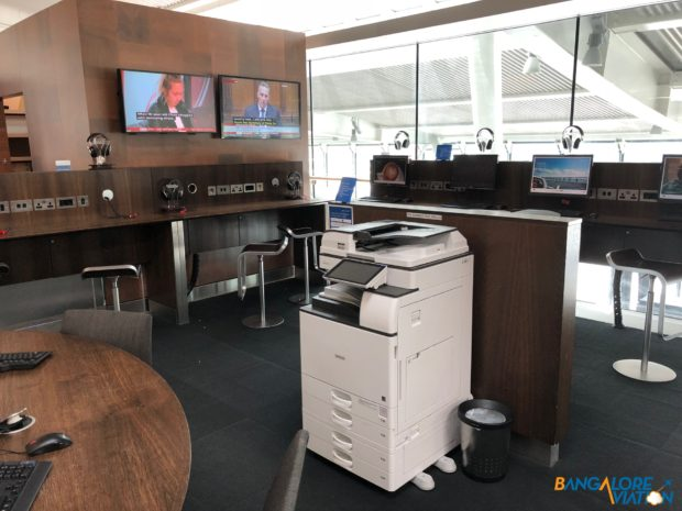 One of two business centers at British Airways' Galleries terminal 5B Lounge.